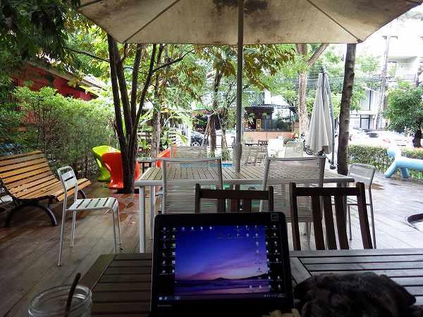 カフェの外もオシャレです:Librarista:ライブラリスタ