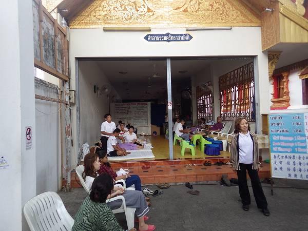 マッサージもお寺の敷地内でやっていた:チェンマイ
