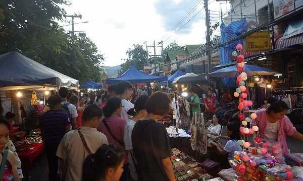 チェンマイサンデーマーケットの景色