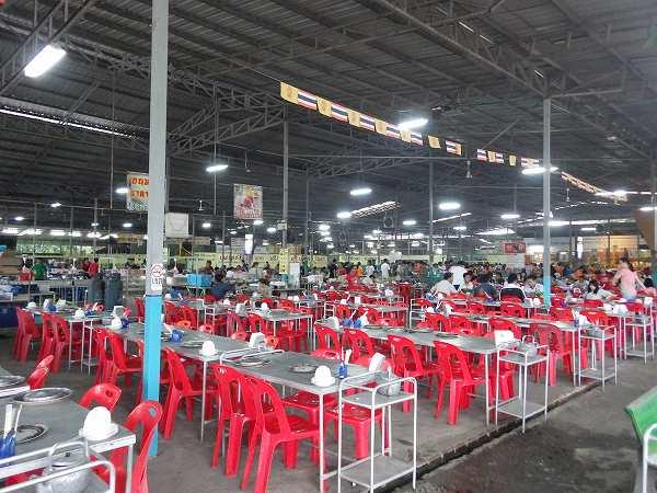 工場っぽいムーガタ食べ放題の店inチェンマイ