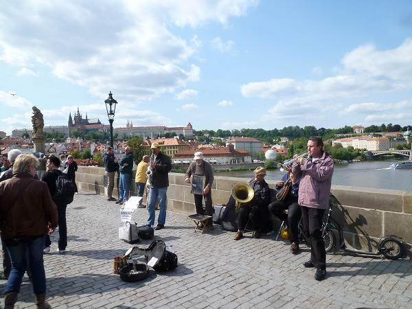 カレル橋の上のミュージシャン!:プラハ