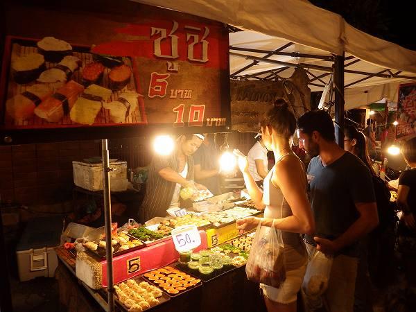 露店の寿司:チェンマイサタデーマーケット