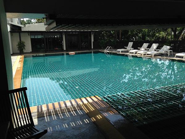 海外ノマド生活:チェンマイ4つ星ホテルのプール