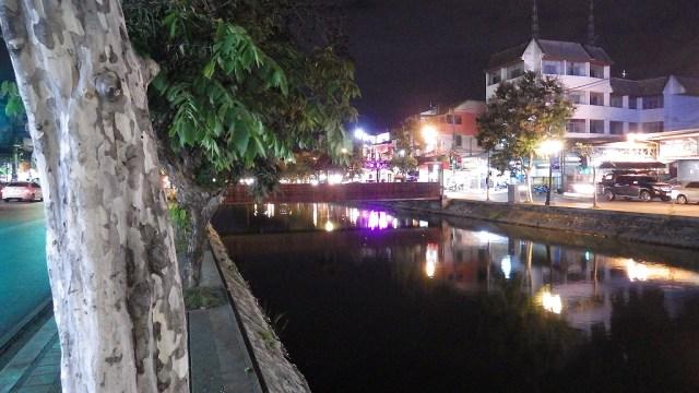 チェンマイ旧市街のお濠:海外ノマド生活