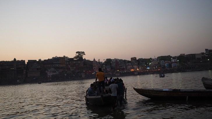 インドバラナシ:ガンジス河の夕焼け