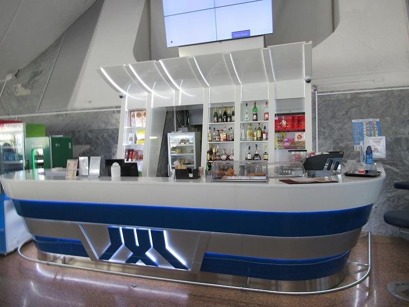 ミンスク:ベラルーシの空港で乗り継ぎ待ち:宇宙船のようなバーが?!