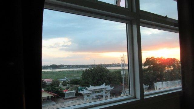 窓からメコン川が見えるヴィエンチャンのホテル・Vホテル