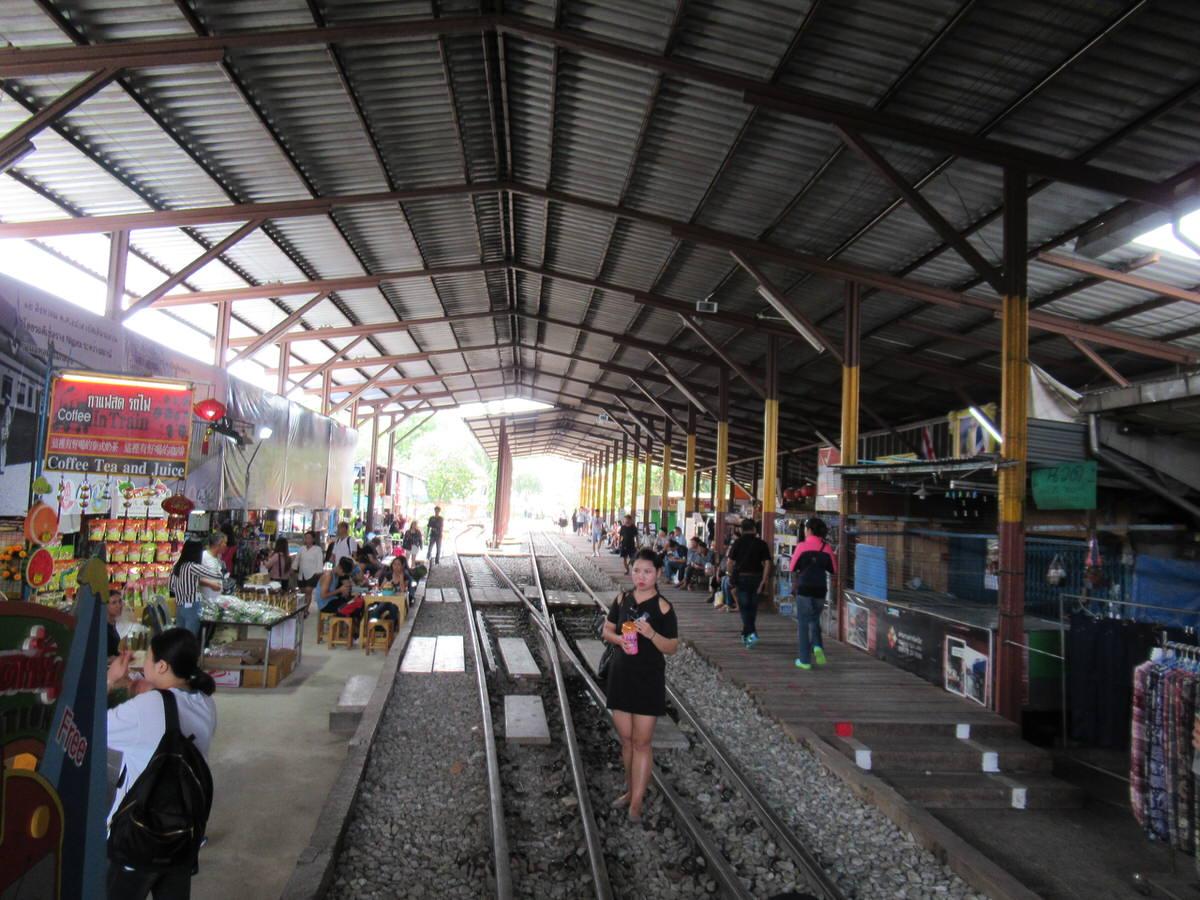 メークロン市場駅・タイ旅行