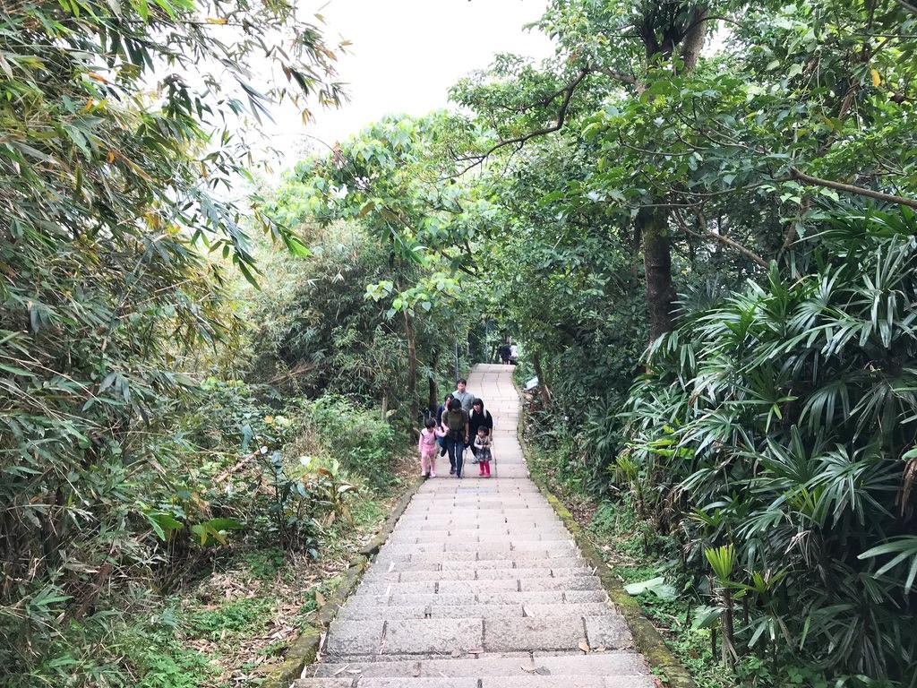 小さな子供も歩いてました・象山