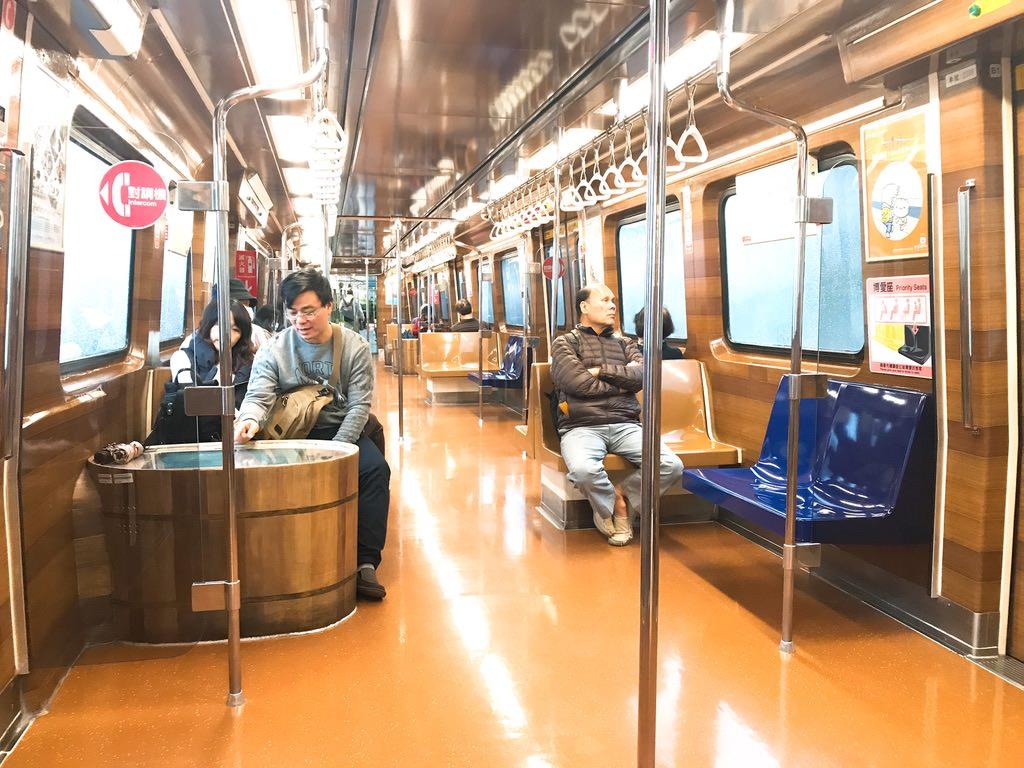 新北投駅へ行くMRT:台北