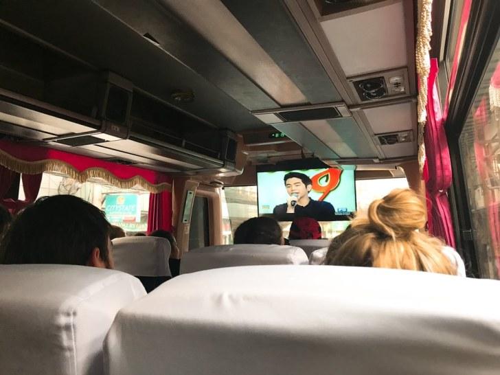 SI-KATのバスの中