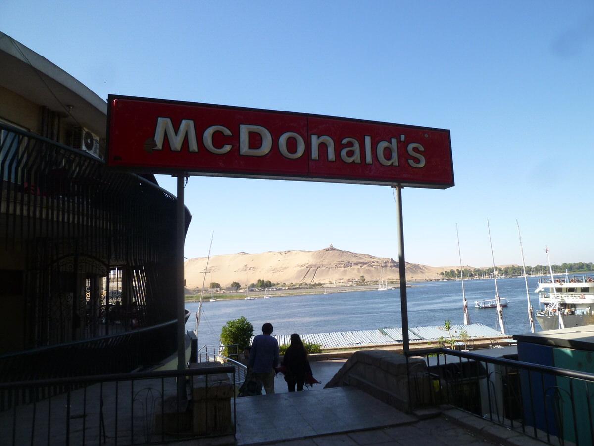 エジプト・アスワンにある世界一景色のいいマクドナルド