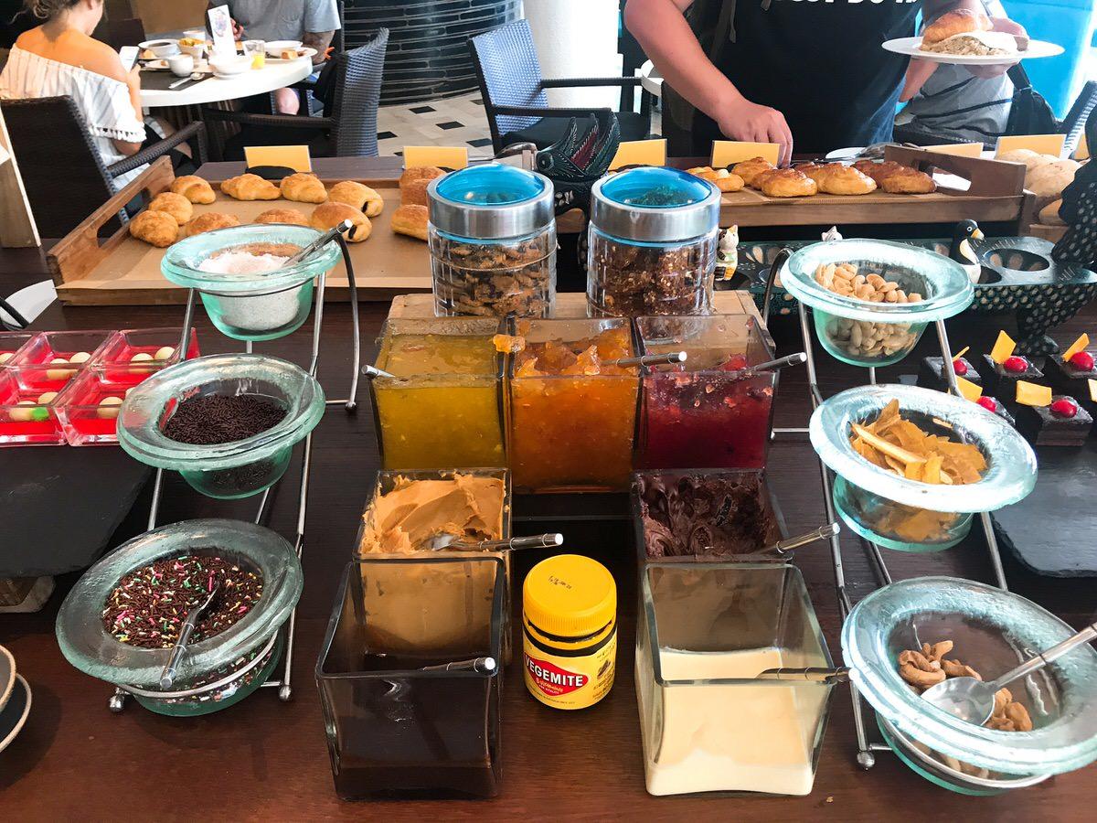 朝食ビュッフェ:ルメリディアン・バリ・ジンバラン