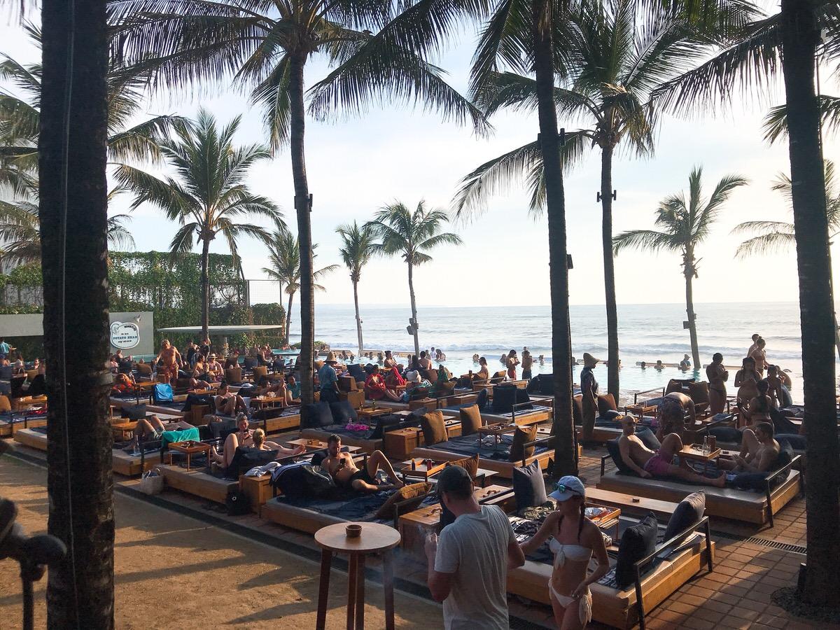 プールサイド席:ポテトヘッドビーチクラブ