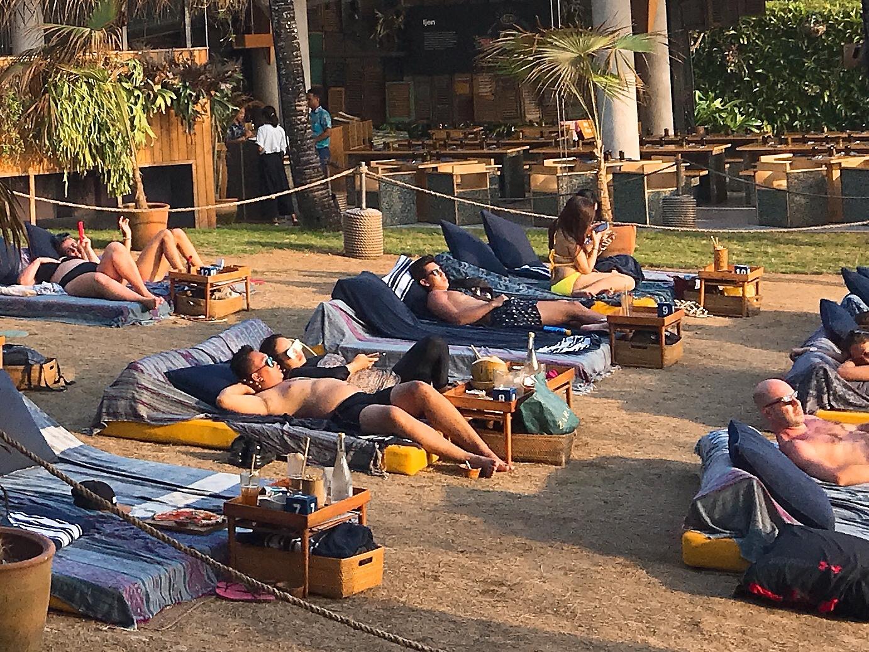 芝生席:ポテトヘッドビーチクラブ