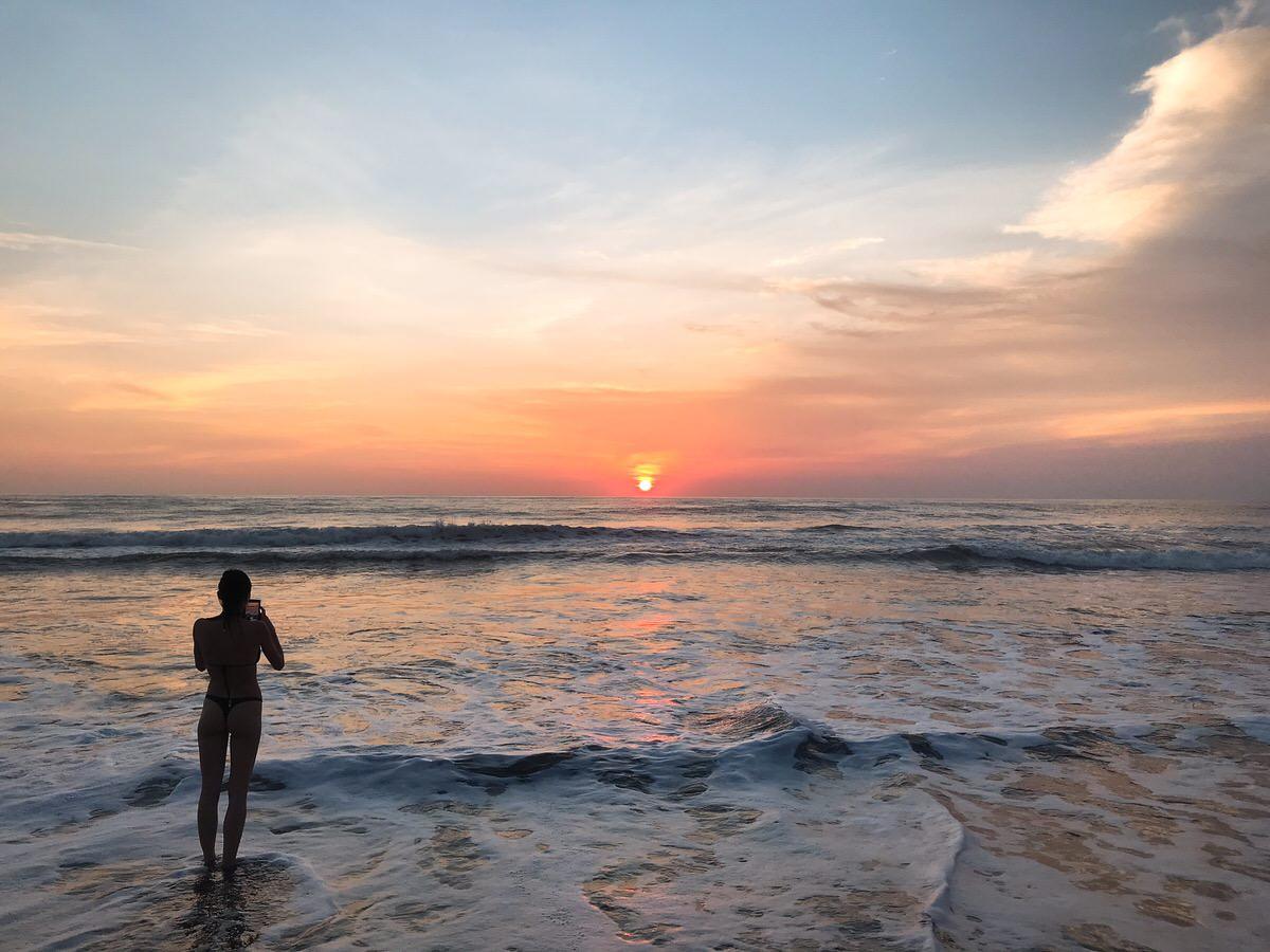 ビーチからの夕日・ポテトヘッドビーチクラブ