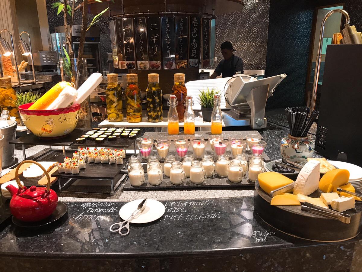 朝食・レストラン・ザ・リッツカールトン・ジャカルタメガクニンガン