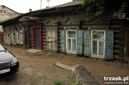 Zapadające się domy – efekt topnienia wiecznej zmarzliny, Irkuck, Rosja