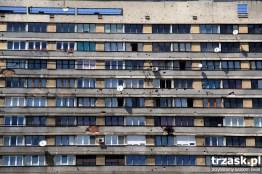 Poprute kulami elewacje budynków w Sarajewie, Bałkany trzask.pl