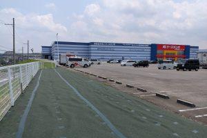大阪府岸和田市 商業施設駐車場