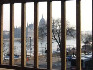 Rácsok mögött a Parlament