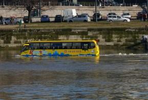 Úszó busz