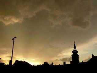 Budapesti tetők vihar előtt