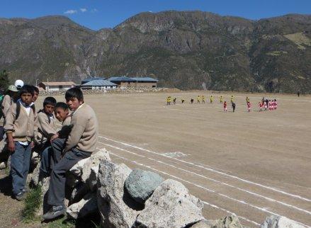 Match de foot à Lucanas