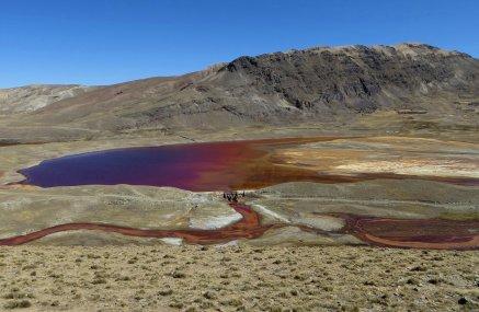 Sur la piste d'accès : pollution des lacs liée à l'activité minière