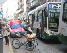 """Un vélo ambulant, dans un des quartiers les plus """"chics"""" de B.A."""