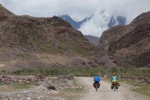 Début de la montée du col du Kun Zum La