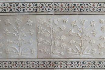 Détail des sculptures sur marbres et marquetterie de pierres semi-précieuses