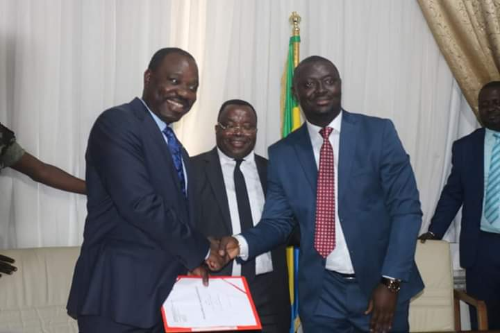 Justin NDOUNDANGOYE a passé la charge à Hugues MBADINGA MADIYA
