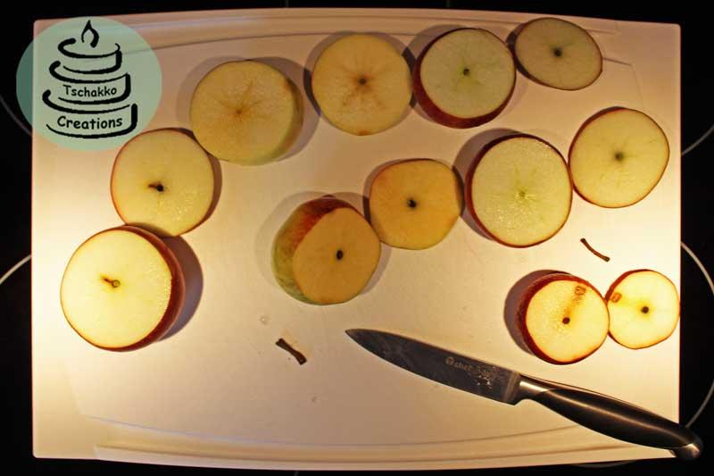 bratapfel-kuchen_aepfel_angeschnitten