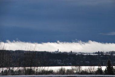 Sturm zwischen See und Bergen