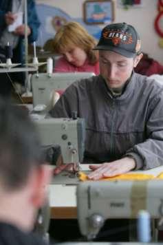 Behindertenzentrum Wetka: Arbeit mit unseren Nähmaschinen