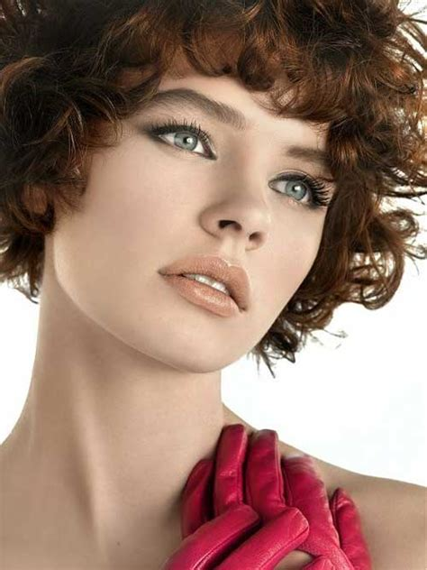 Short Curly Hair Round Face