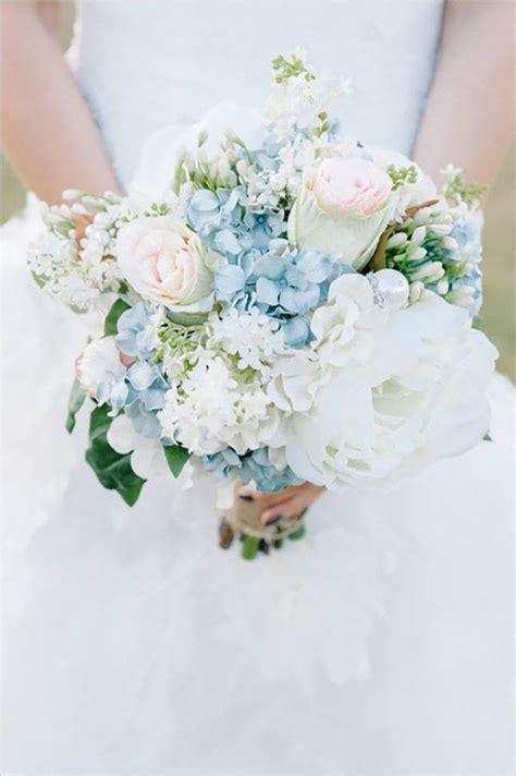 15 beautiful bouquets winter wedding brit
