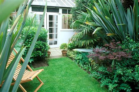 23 landscaping ideas small backyards