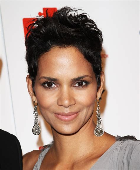 amazing halle berry hairstyles years hairstylo