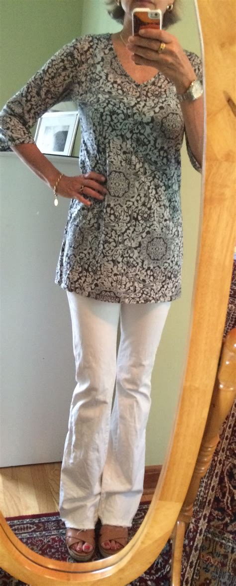white jeans tunic dressing women 50 une femme