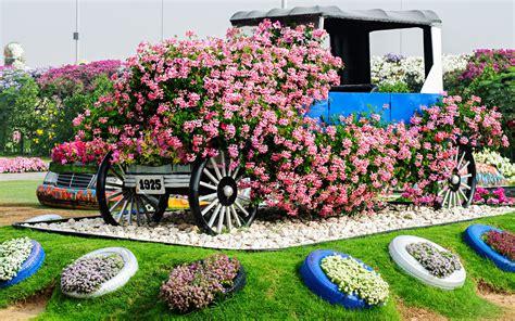 world biggest flower garden sits middle desert travel