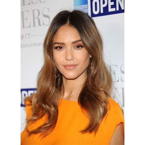 10 flattering haircuts oval faces allure