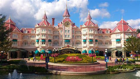 Hotels At Disneyland.html