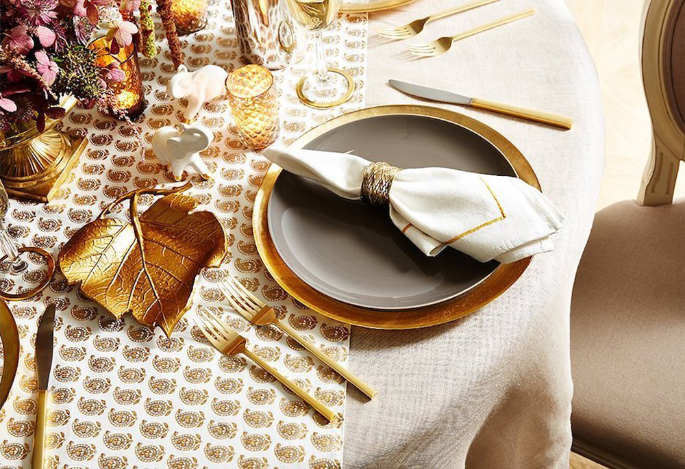 Choosing the gold is really a great idea to make the table toned down