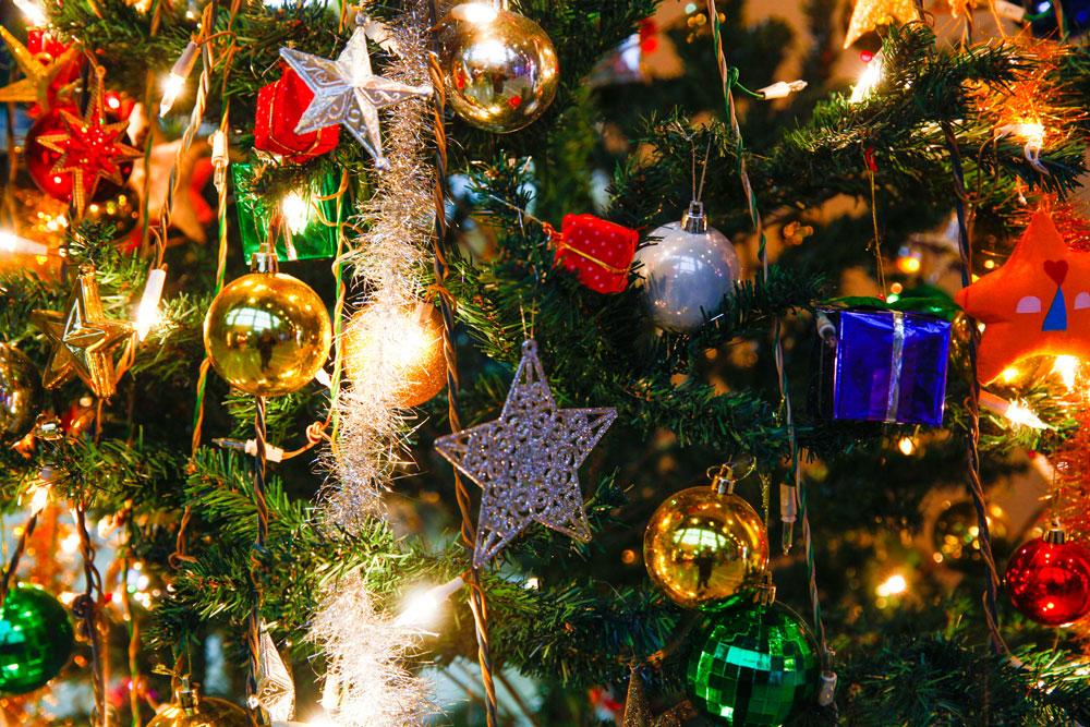Christmas-ornaments-history-behind