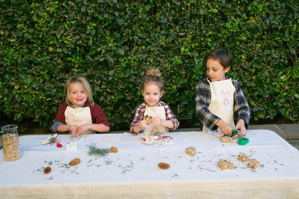 Christmas-outdoor-activities-with-birdseed-ornaments-will-amaze-your-kids