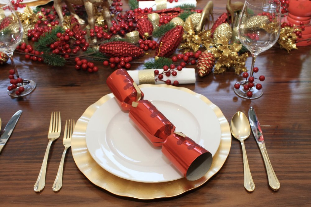 Christmas Table Setting Red Design make the table more upscale