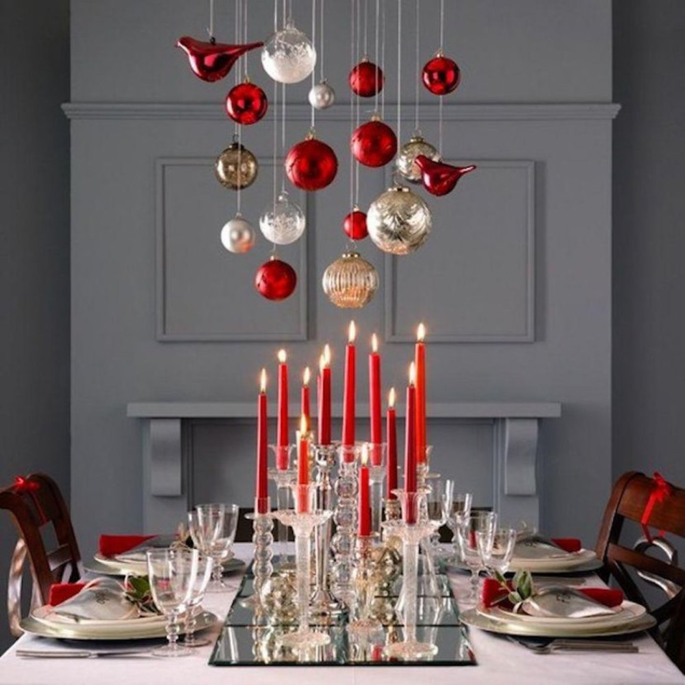 Christmas table settings-Red candles on the tray with hanging red ornaments create a romantic dinner