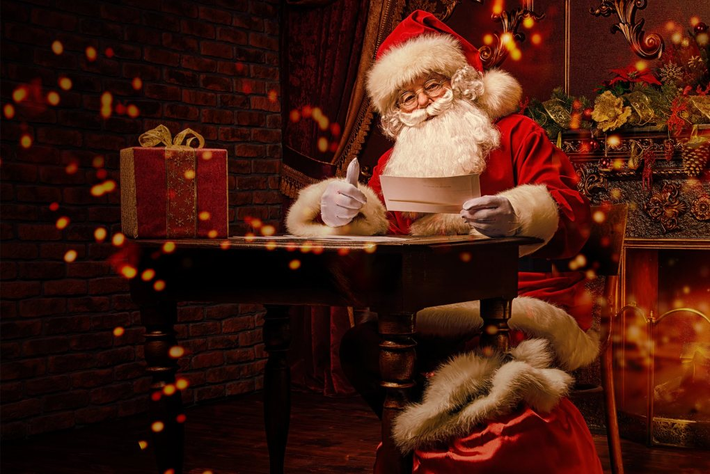 Santa Claus figures for your best Christmas room decorations